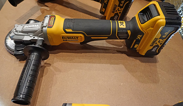Dewalt 20V Max 5inch flathead grinder