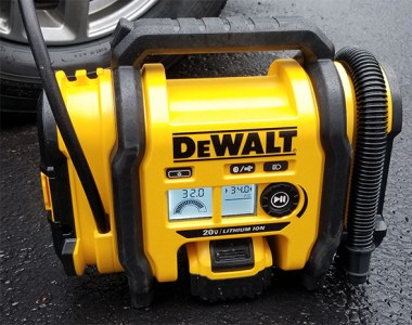 Dewalt Cordless Inflator Filling Car Tire