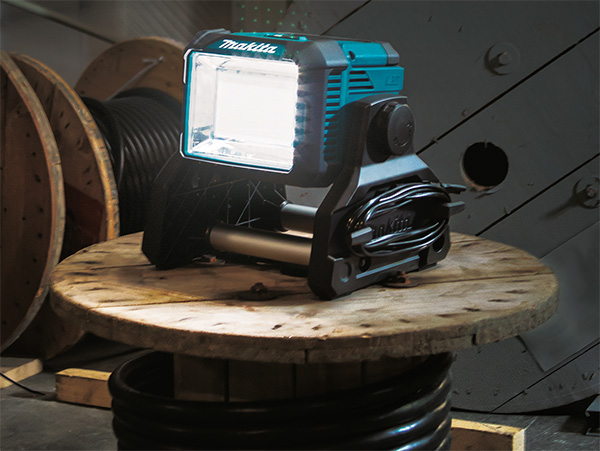 Makita DML811 LED Worklight in Action