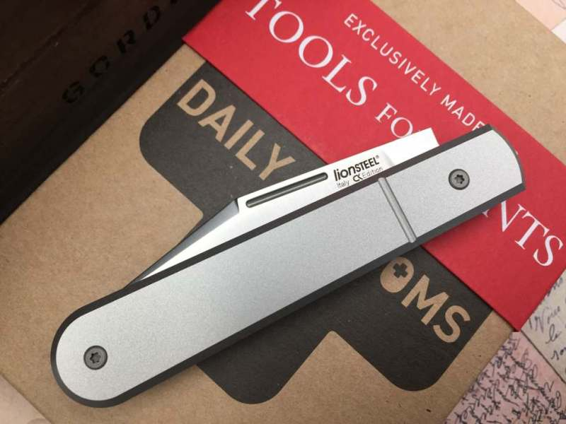 lionsteel_collectorknives_Roundhead_shuffler-Daily-Customs-Scales-TFG-Edition-titanium