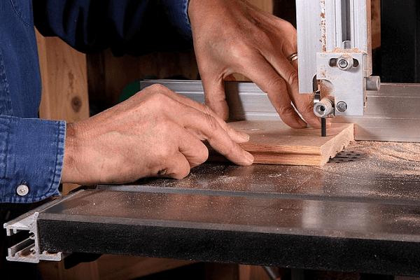 bandsaw blade cutting wood