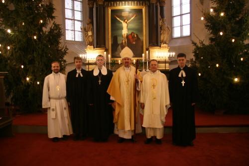 Peapiiskop Urmas Viilma, praostMart Jaanson, abipraost Kristjan Luhamets, õpetajad ValloEhasalu ja ArhoTuhkru