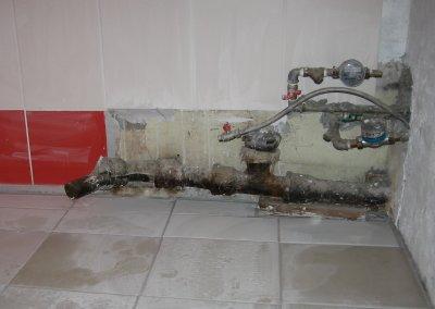 Kurvad ja A~¼ksikud torud vannitoas