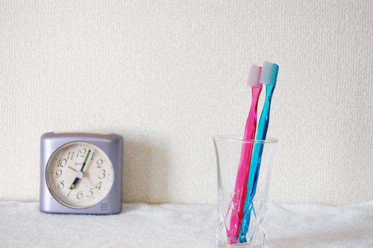 歯ブラシと時計