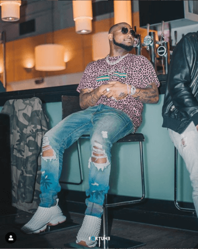 Davido Angrily Smashes The Phone Of A Fan Who Tried To Take His Photo In Ibadan || See Video « tooXclusive