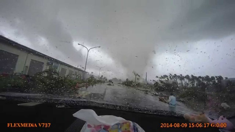 Car gets blown away by typhoon in Taiwan