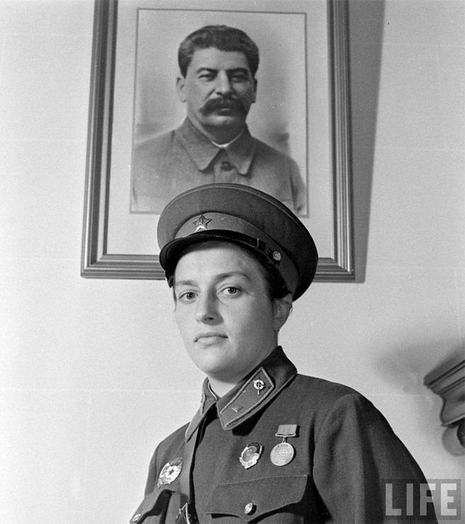 Герой Советского Союза Людмила Михайловна Павличенко фото