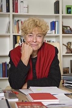 Gesine Schwan, Politikerin, Berlin, in ihrem Büro , © 2009 Dirk von Nayhauß/Agentur Focus