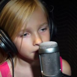 """10-year-old Jadyn Rylee covers Evanescence's """"My Immortal"""""""