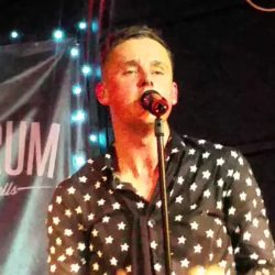 """Keane's Tom Chaplin Nails Queen's """"The Show Must Go On"""""""
