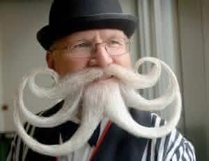 competição estranha bigode