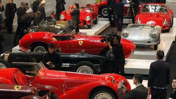 colecao de carros de luxo