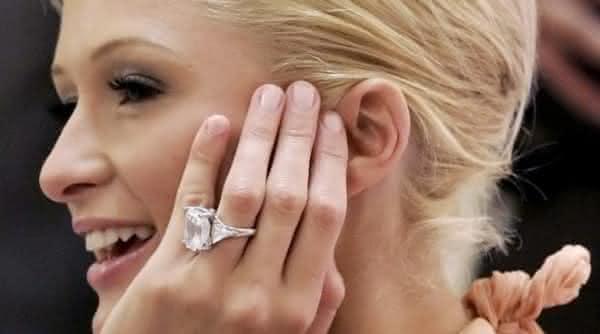 anel no dedo entre os fatos interessantes sobre o casamento