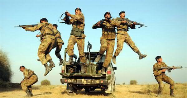 forcas armadas da paquistao
