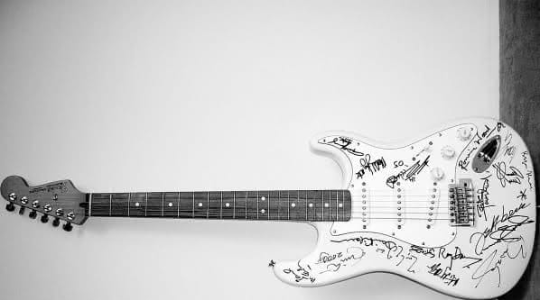 guitarra Reach Out To Asia Fender Stratocaster