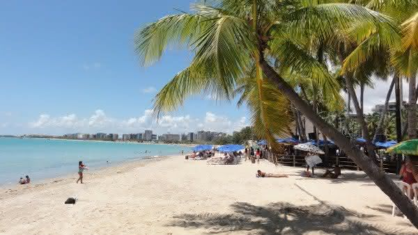 praia de pajucara uma das mais famosas