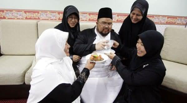 Ikhwan Polygamy Club por tras das maiores famílias poligâmicas do mundo