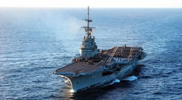 navio de guerra sao paulo clemenceau