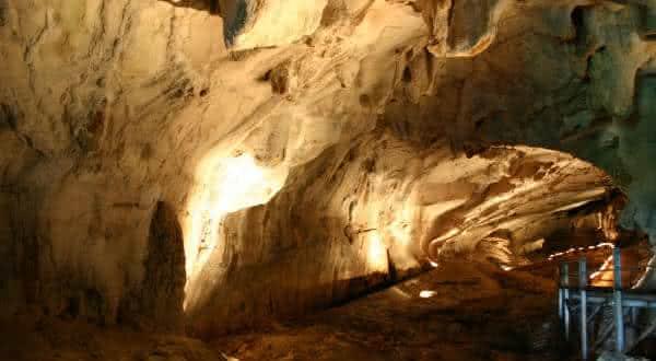 Gua Air Jernih maiores cavernas naturais