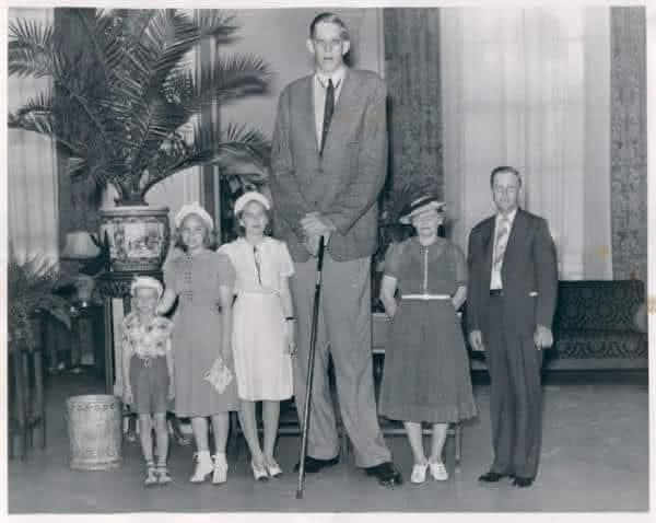 Robert Wadlow uma das pessoas mais altas da historia
