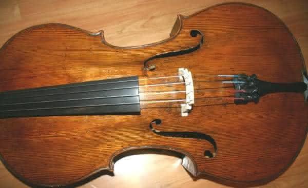 Violin by Carlo Giuseppe entre os instrumentos musicas mais caros