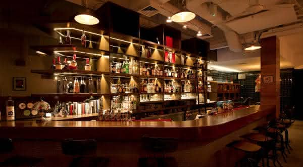 28 hong kong street entre os melhores bares do mundo