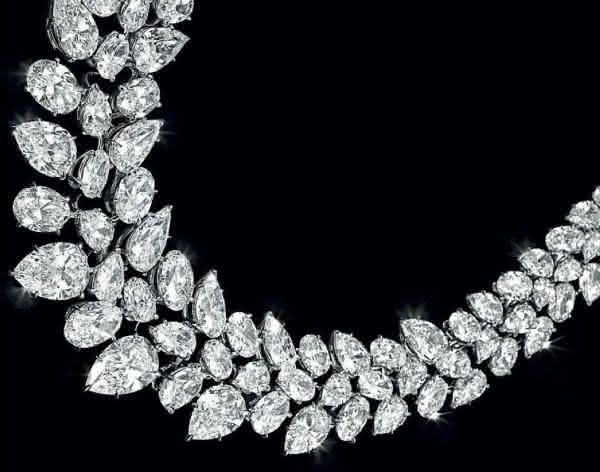 WILLIAM GOLDBERG FANCY COLORED DIAMOND NECKLACE entre os colares mais caros do mundo