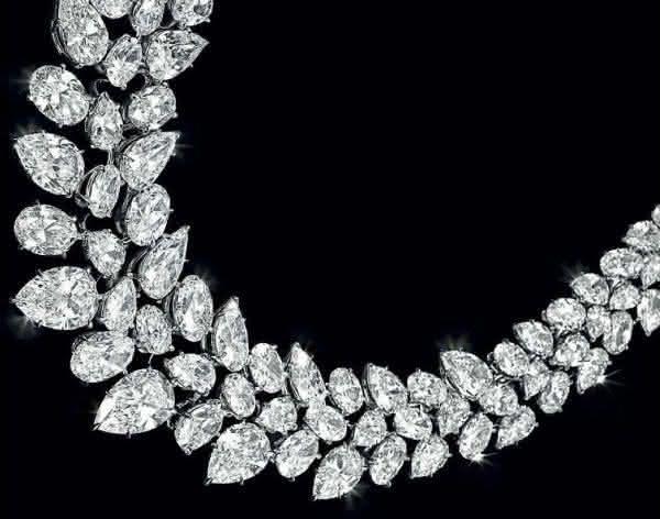 a427cbf4611 WILLIAM GOLDBERG FANCY COLORED DIAMOND NECKLACE entre os colares mais caros  do mundo