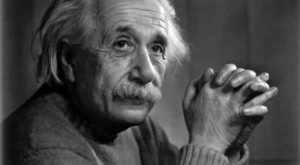 Albert Einstein entre as pessoas mais inteligentes de todos os tempos