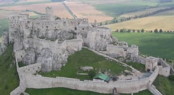 Castelo de Spis entre os maiores castelos do mundo