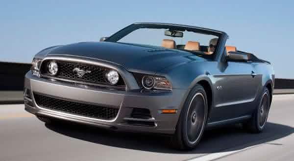 Ford Mustang V6 entre os carros conversiveis mais baratos do mundo