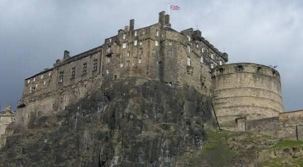 castelo de edinburgo entre os maiores castelos do mundo