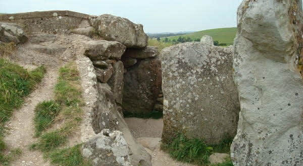West Kennet Long Barrow entre as construcoes mais antigas do mundo