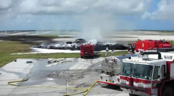queda do B-2 bomber  entre os acidentes mais caros da historia