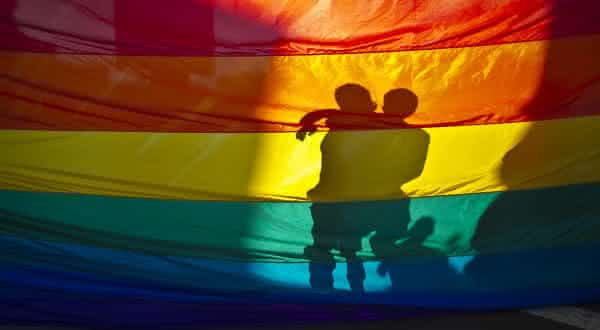 conduta sexual prejudica entre os insistentes mitos sobre a homossexualidade