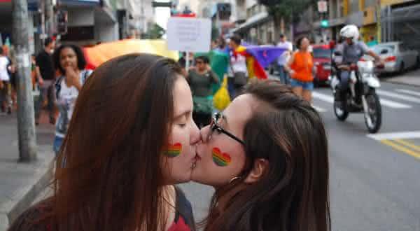 sao semelhantes entre os insistentes mitos sobre a homossexualidade