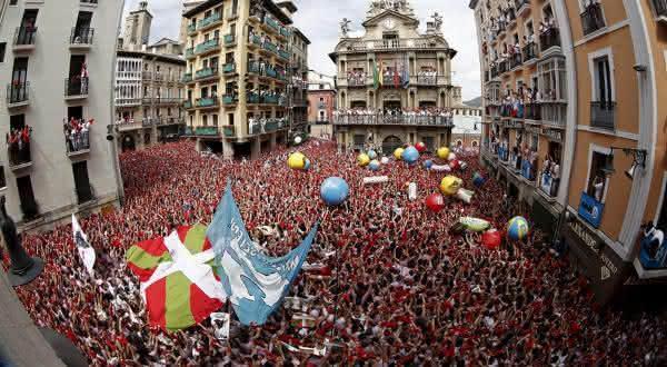 Festival de San Fermin  entre as festas mais populares do mundo