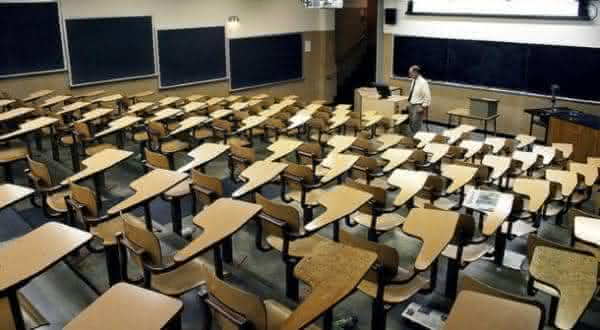 escolas entre os motivos para odiar ser canhoto