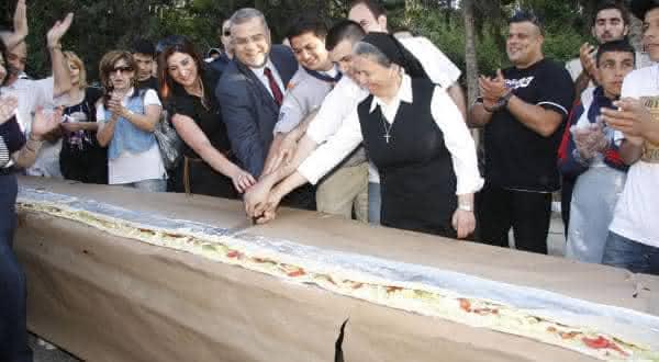 maior sanduiche entre os maiores alimentos do mundo
