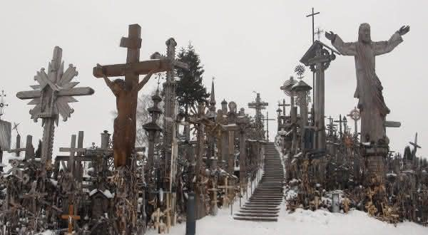 colina das cruzes entre os lugares mais assustadores do mundo