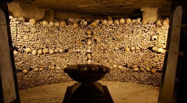 paris catacumbas entre os lugares mais assustadores do mundo
