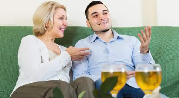 momentos de intimidade razões pelas quais você não deve casar com uma mulher mais velha