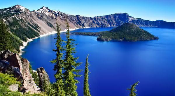 Crater entre os lagos mais profundos do mundo