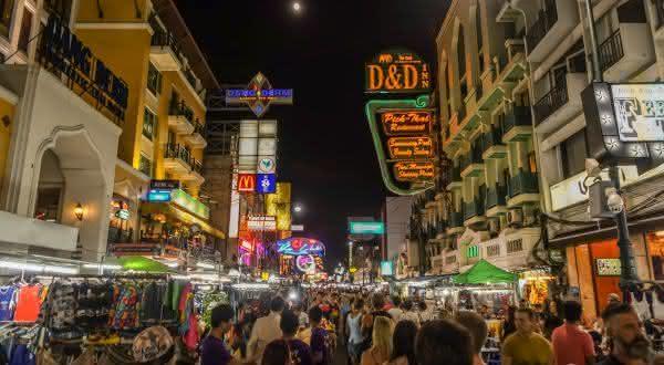 Khao San Road entre as ruas mais famosas do mundo