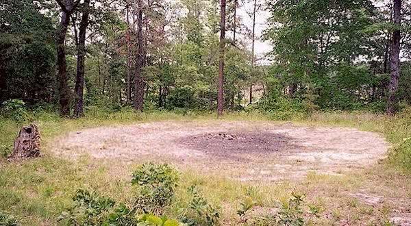 The Devils Tramping Ground supostas marcas deixadas pelo diabo na Terra