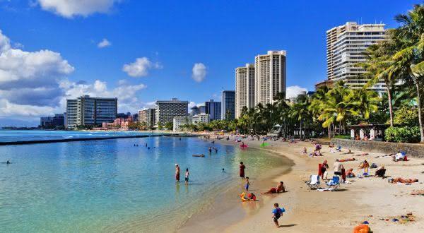 Waikiki Beach entre as melhores praias urbanas