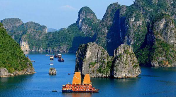 baia de halong entre as baias mais bonitas do mundo