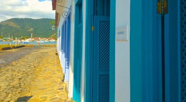 casa turquesa entre os hotéis mais incríveis do Brasil