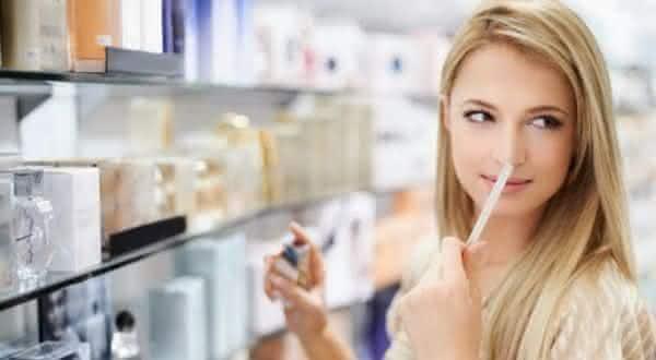incorreto-entre-os-erros-comuns-ao-usar-perfumes