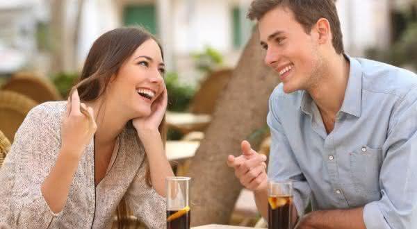 comediante entre os tipos de homens irresistíveis para as mulheres